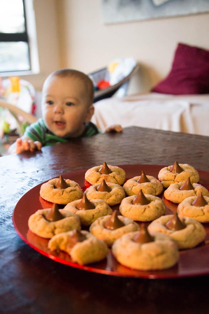 Peanut Butter Blossom Cookies | www.sweetteasweetie.com