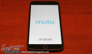 Moto G4 Plus, best phone for 2016 on a budget, by Jevan Soyer, for tech section, in sweet T&T for Sweet TnT Magazine, Culturama Publishing Company, for news in Trinidad, in Port of Spain, Trinidad and Tobago, with positive how to photography.