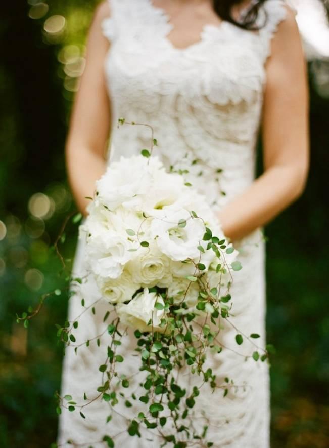 cascading lisianthus bouquet