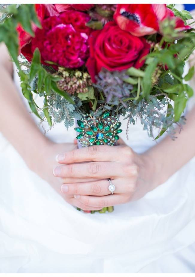 emerald green brooch on bouquet