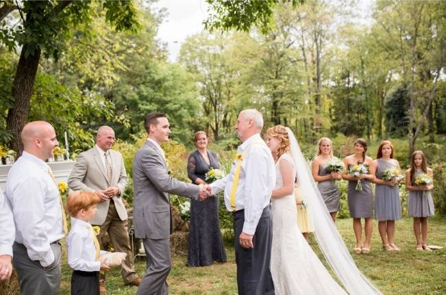 Rustic Outdoor Yellow and Grey Wedding {Idalia Photography} 17