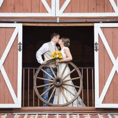 Southern Autumn Barn Wedding at 9 Oaks Farm