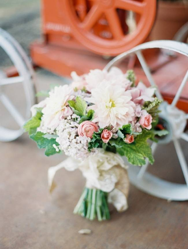Rustic Chic Texas Barn Wedding - Stephanie Hunter Photography 3