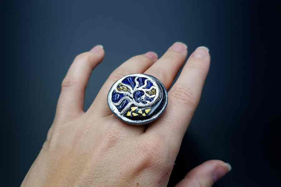 Fossilized Treasure Ring 02