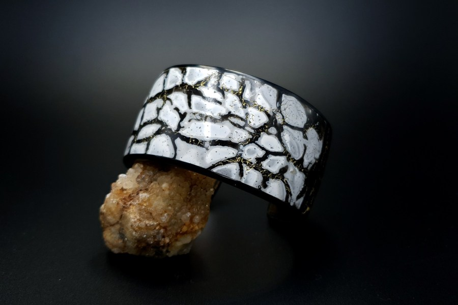 Product Cracked Marble Bracelet Cuff 03