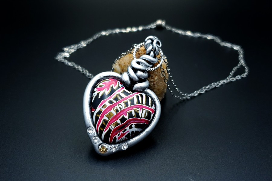 Product The Heart with Scars Pendant 01