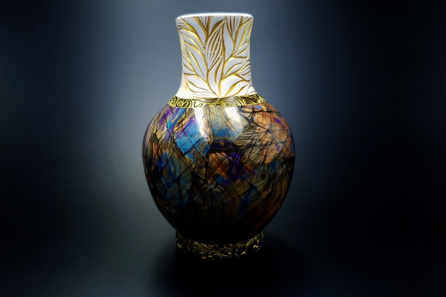 Labradorite Vase1 p02
