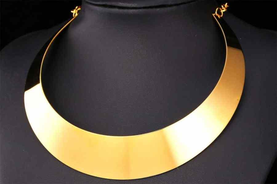 Metal Base Plain Golden Necklace 3