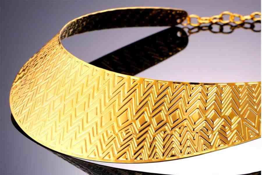 Metal Base Zigzag Pattern Golden Necklace 6
