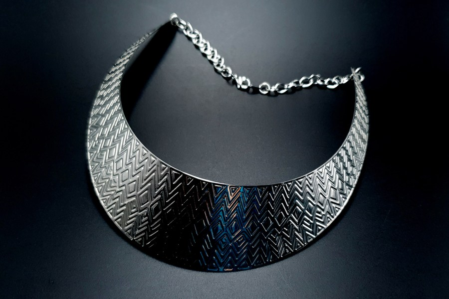 Metal Base Zigzag Pattern Silver Necklace 7
