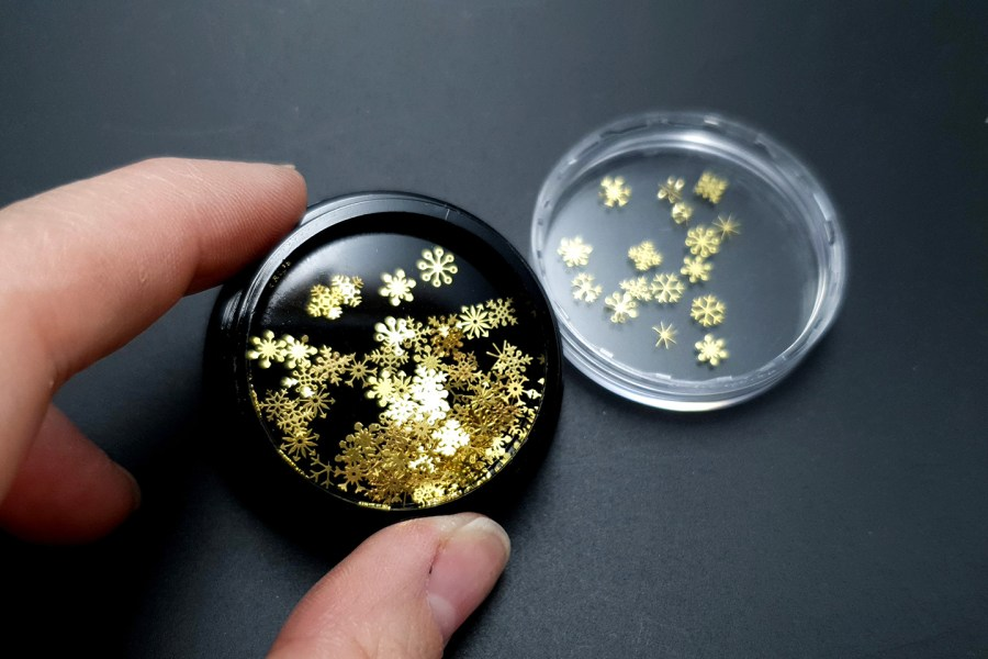 Golden Snowflakes (30g) 6