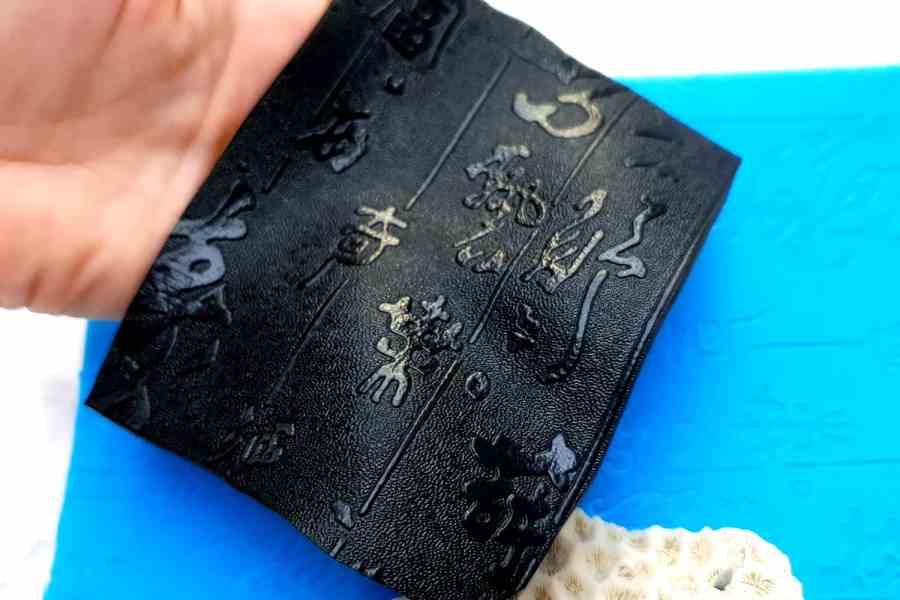 Super Thin Texture - Textured Hieroglyphs (190x120) 1