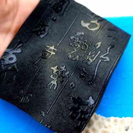 Super Thin Texture – Textured Hieroglyphs (190×120)