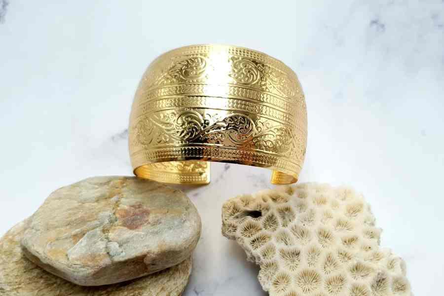 """Bracelet Metal Base """"Floral"""" Pattern  - Golden Color, 57mm 9"""