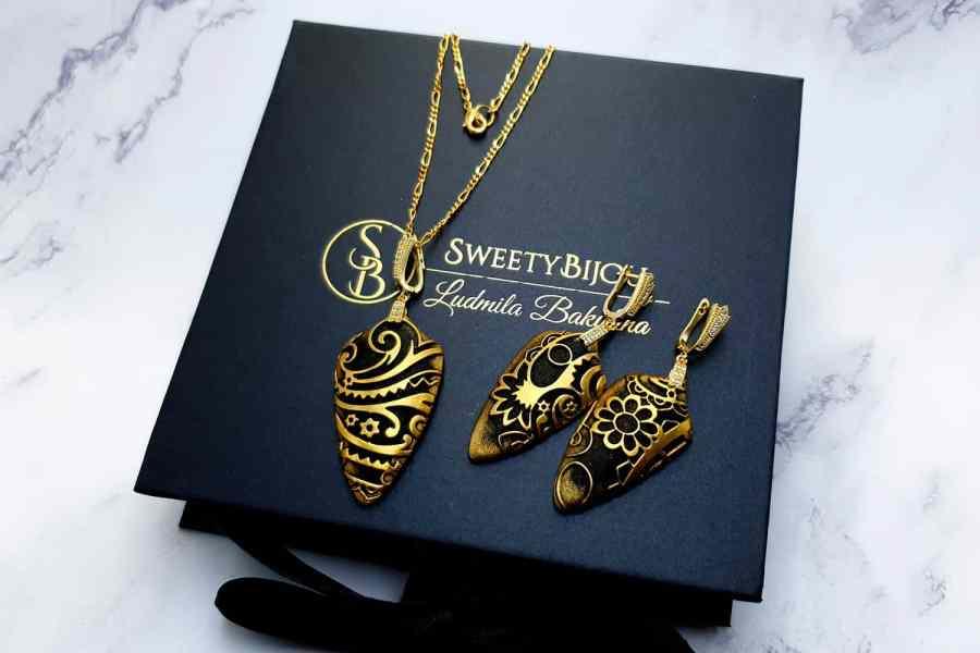 "Jewelry Set ""Golden Flowers on Black"" 8"