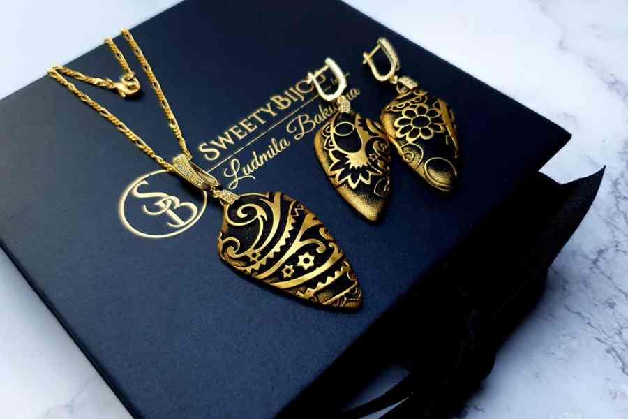"Jewelry Set ""Golden Flowers on Black"" 9"