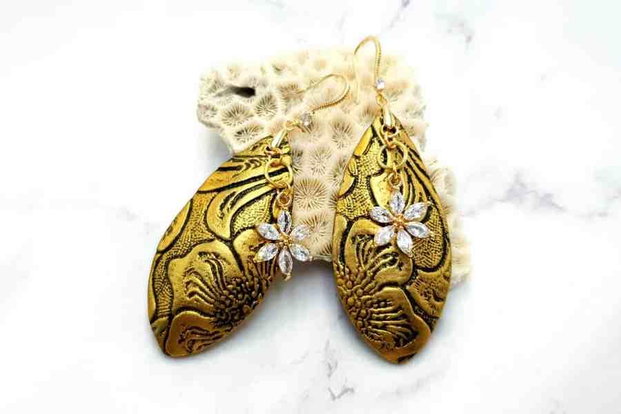 "Jewelry Set ""Golden Flowers"""