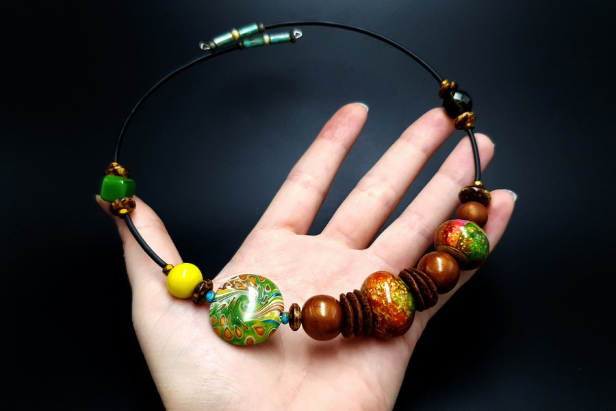 Necklace with faux glass Beads4