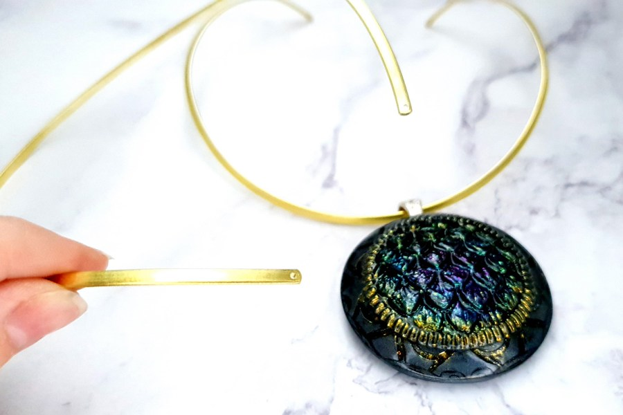 2 Pieces Of Golden Metal Necklaces For Pendant