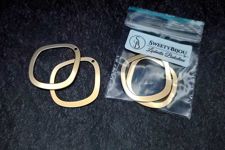 Pair of golden geometric charms for earrings 5