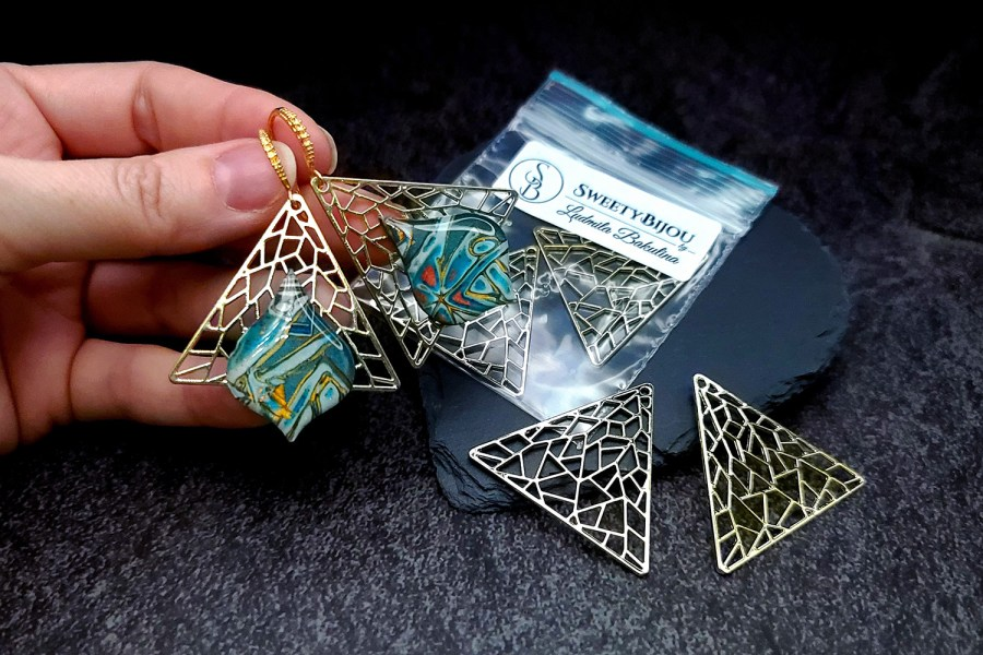 Pair of unique golden color triangle shape charms for earrings 6