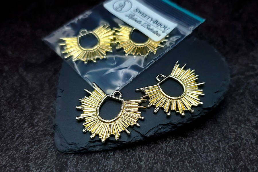 Pair of golden color half-sun charms for earrings 1
