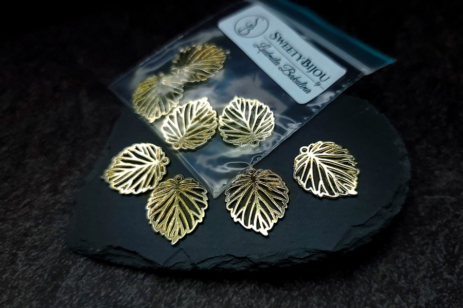 4 small leafs charms for earrings, golden color