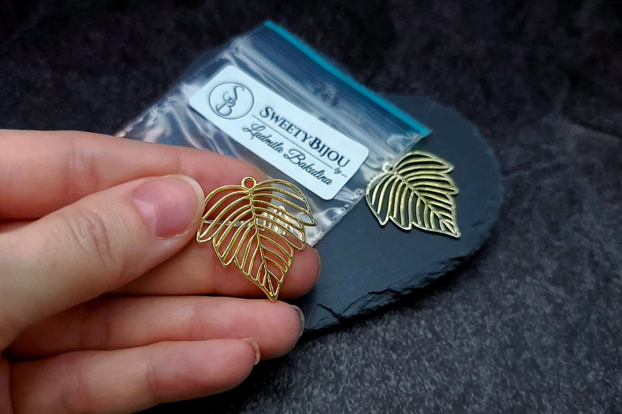 Pair of gloss golden color beautiful leafs charms for earrings 7
