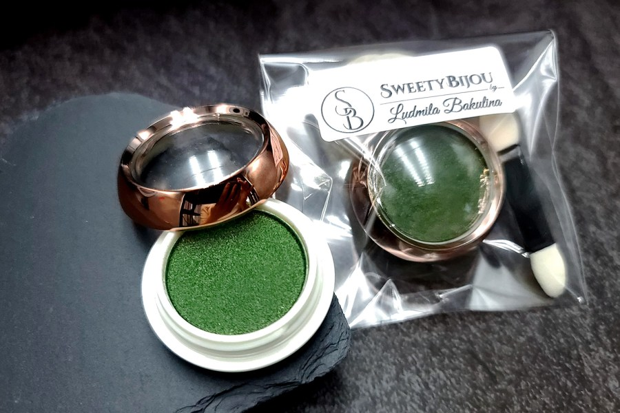 """Solid Powder """"Shaded Green"""" with Metal and Chrome Effect Pigment Powder 4"""