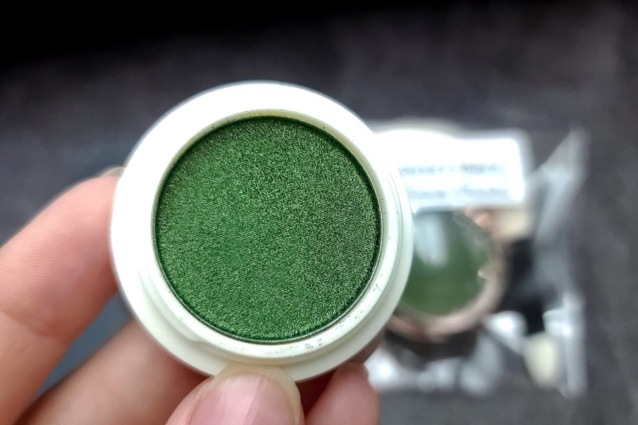 """Solid Powder """"Shaded Green"""" with Metal and Chrome Effect Pigment Powder 9"""