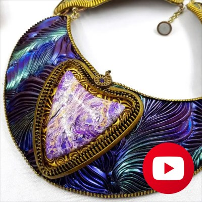 Central element of electric blue feathers necklace