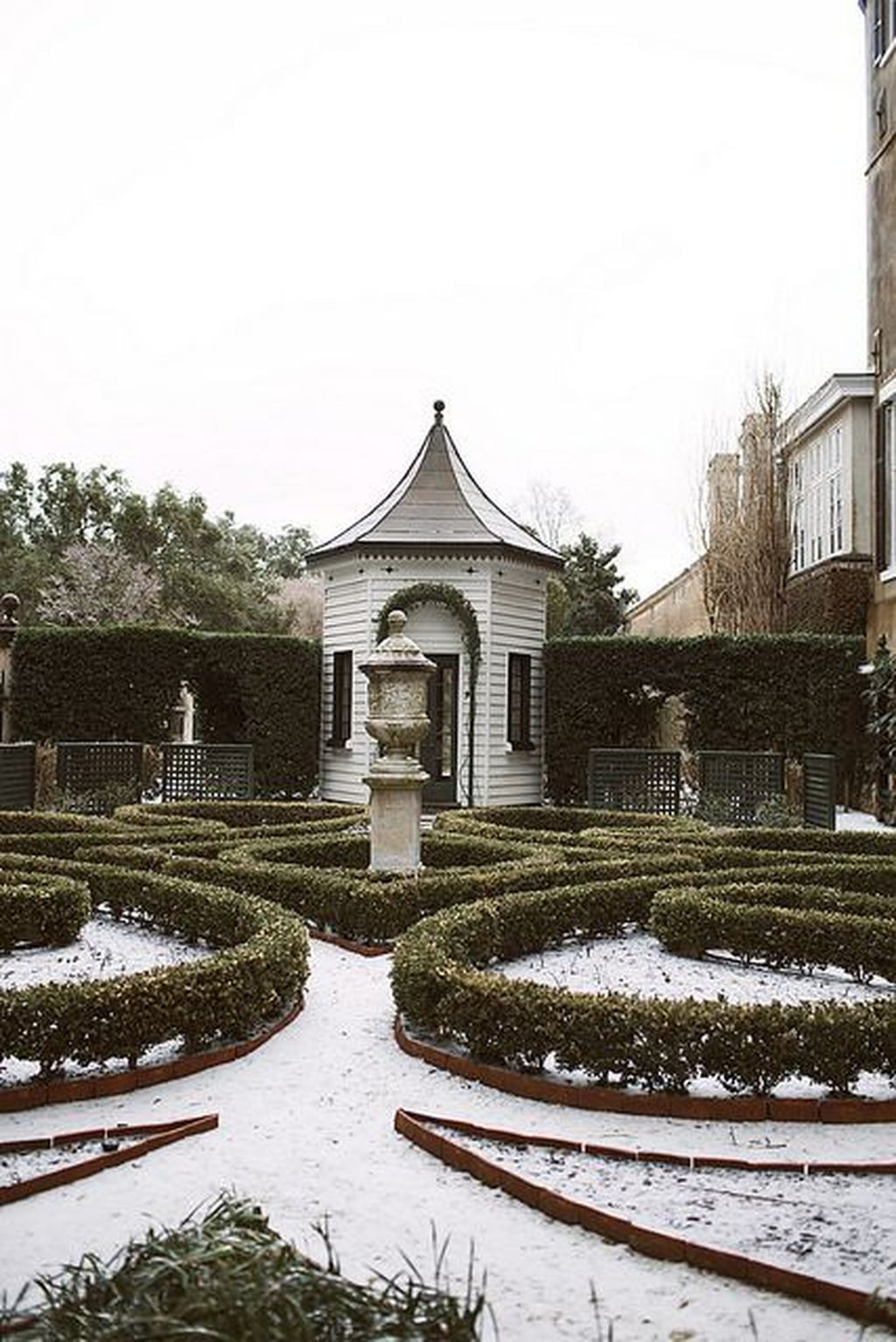 Amazing Winter Garden Landscape 34