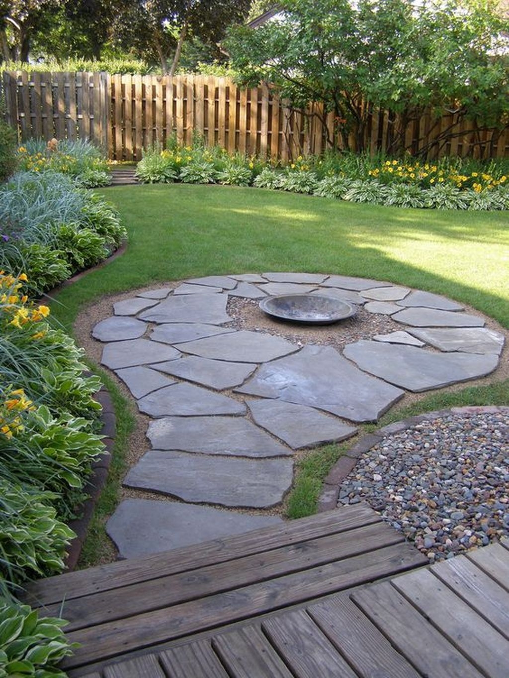Beautiful Small Backyard Landscaping Ideas 05
