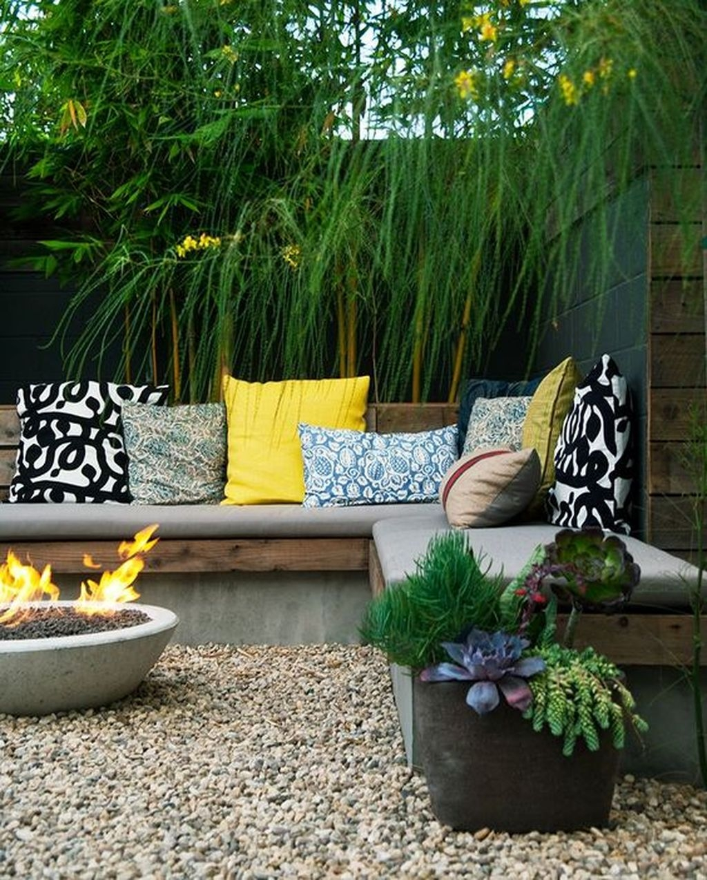 Beautiful Small Backyard Landscaping Ideas 21