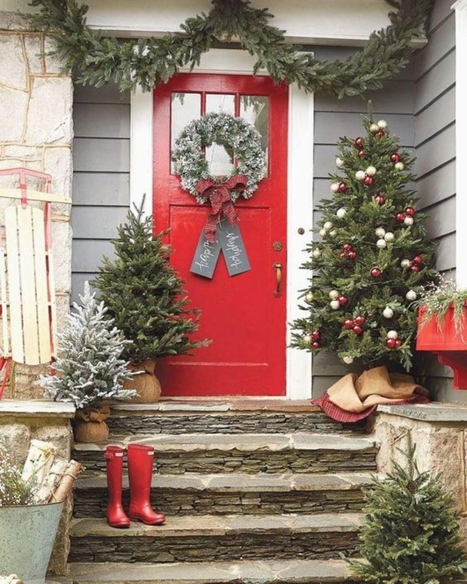 Gorgeous Winter Front Porch Design Ideas 06