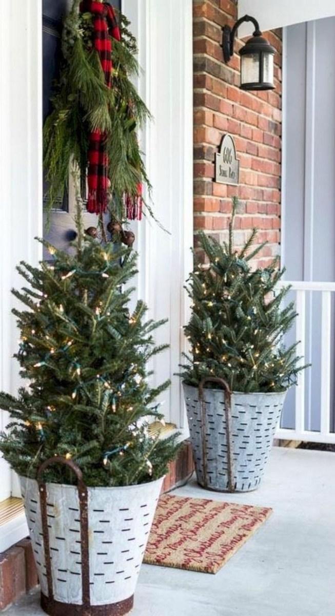 Gorgeous Winter Front Porch Design Ideas 12