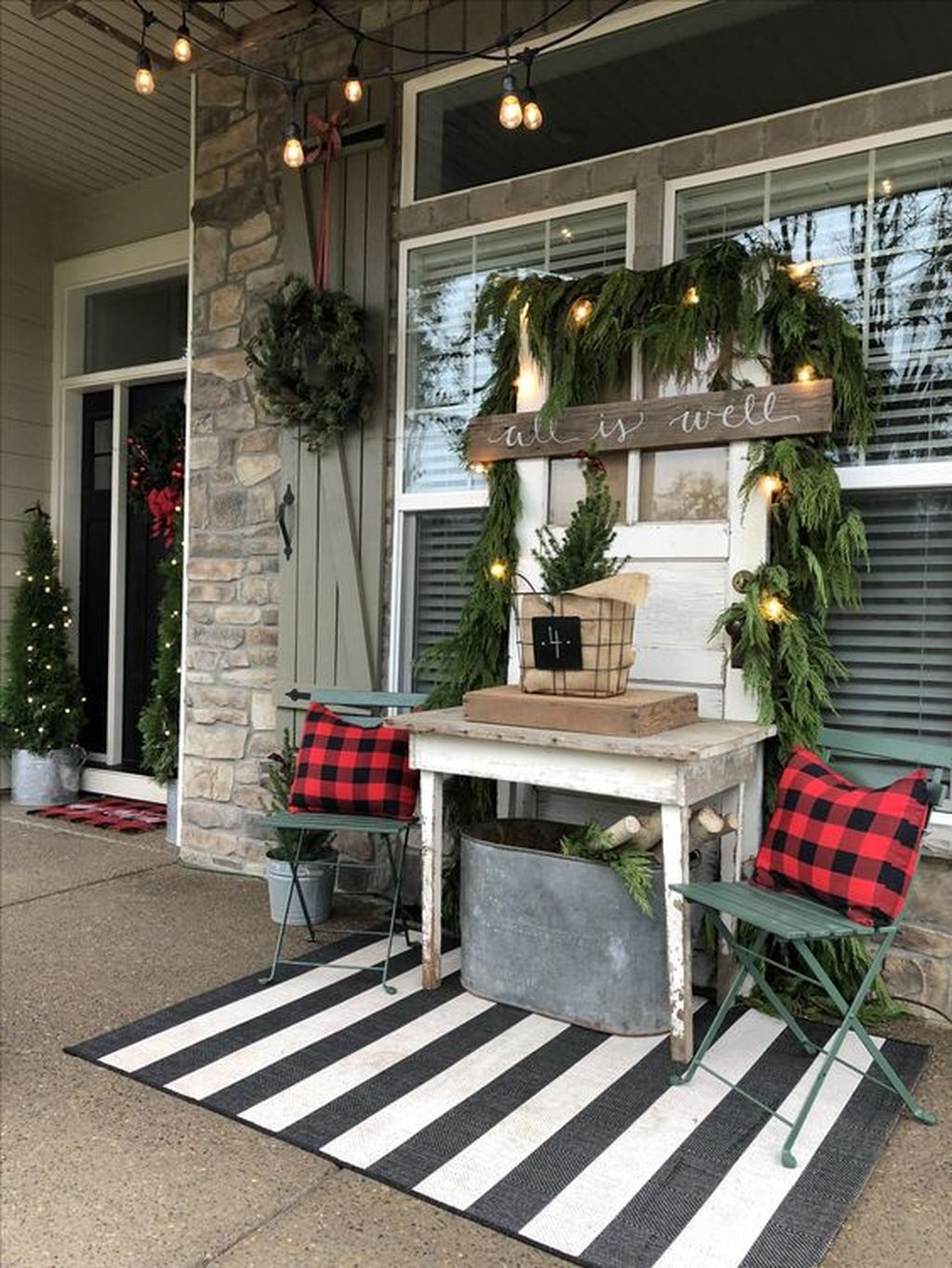 Gorgeous Winter Front Porch Design Ideas 19