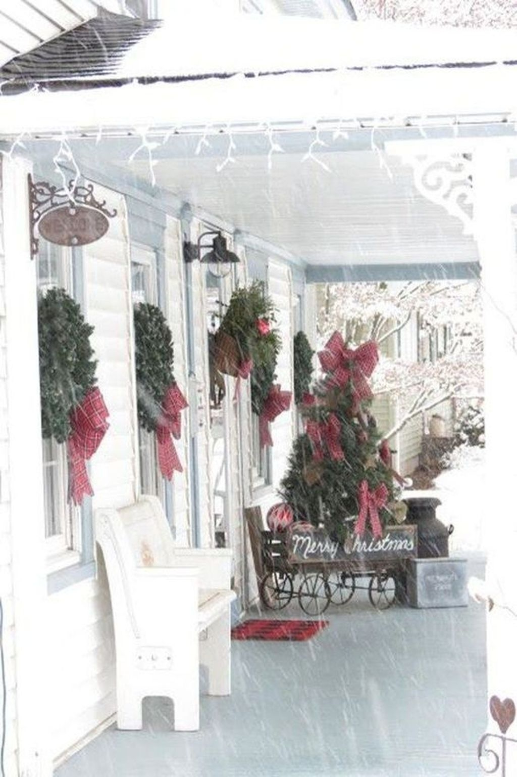 Gorgeous Winter Front Porch Design Ideas 24
