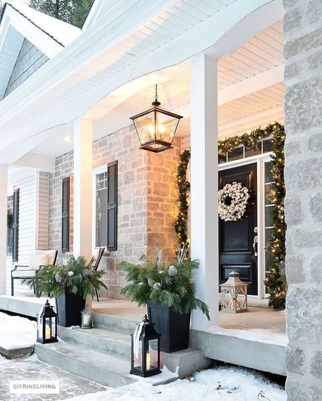 Gorgeous Winter Front Porch Design Ideas 26