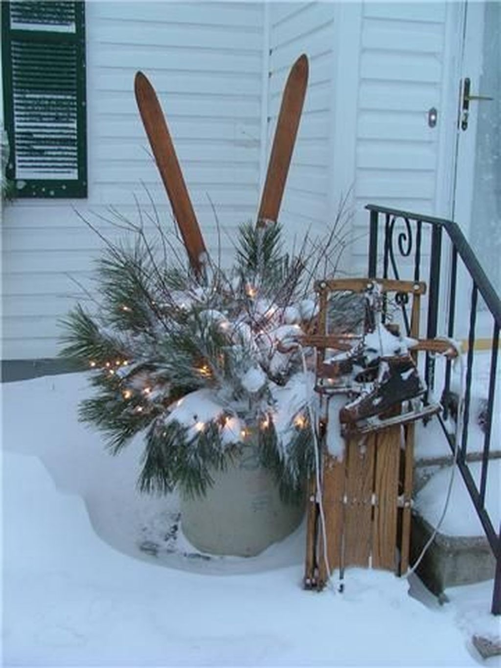 Gorgeous Winter Front Porch Design Ideas 31