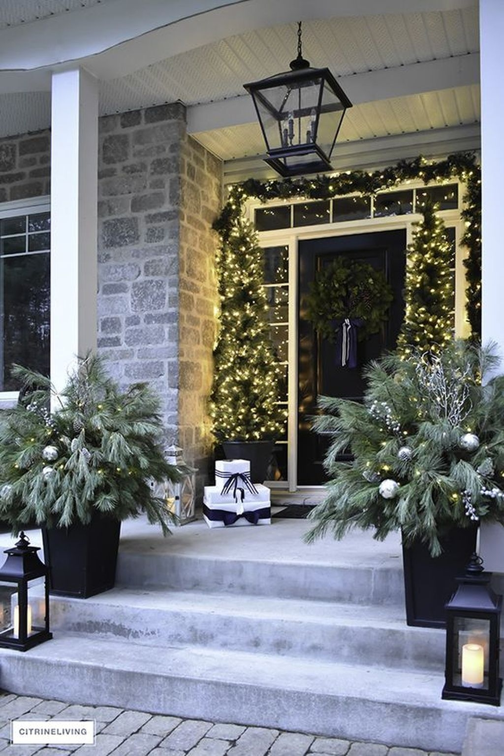 Gorgeous Winter Front Porch Design Ideas 39