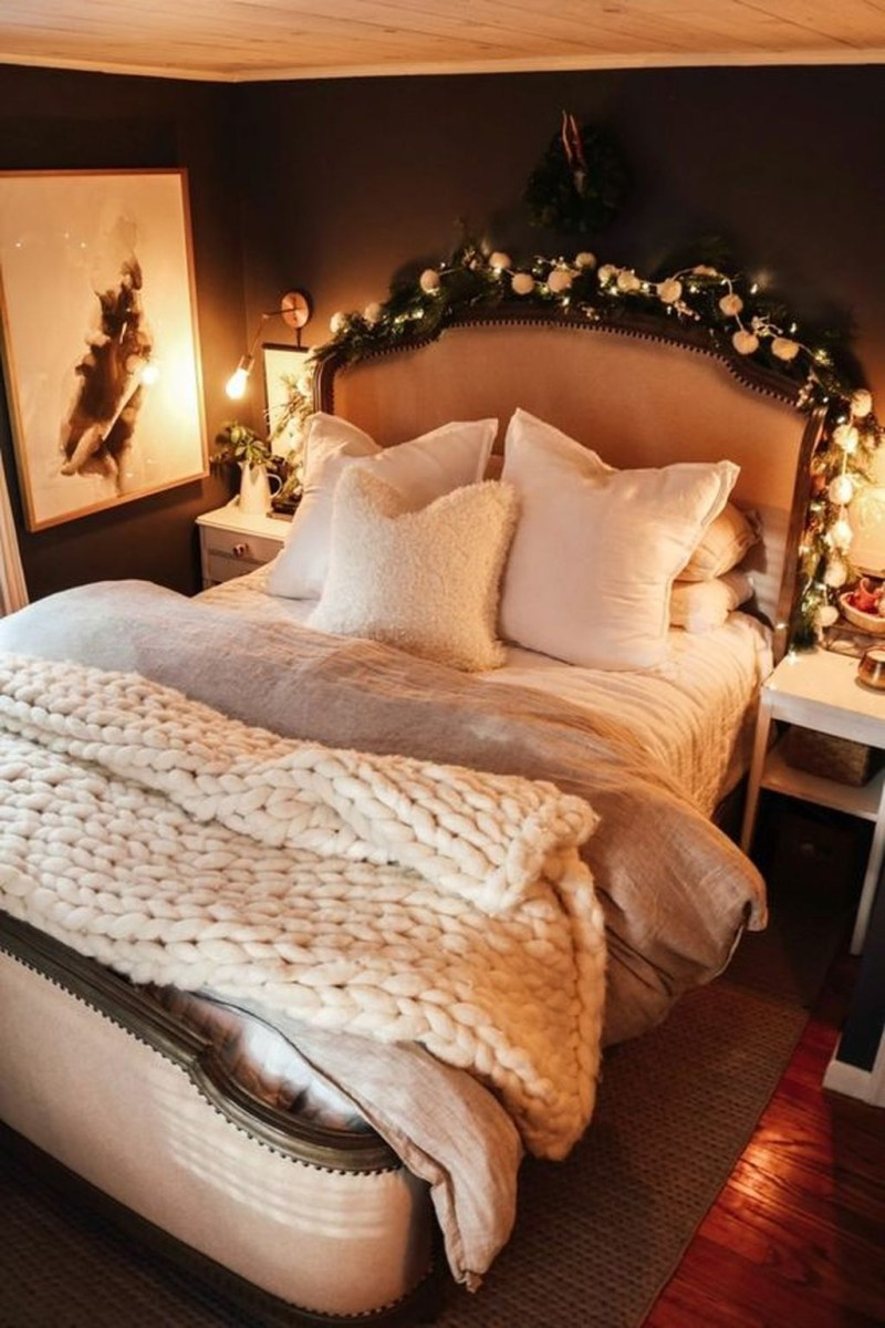 Lovely Winter Master Bedroom Decorations Ideas Best For You 04
