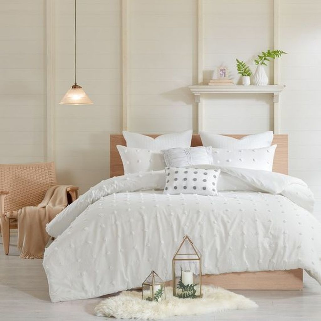 Lovely Winter Master Bedroom Decorations Ideas Best For You 18