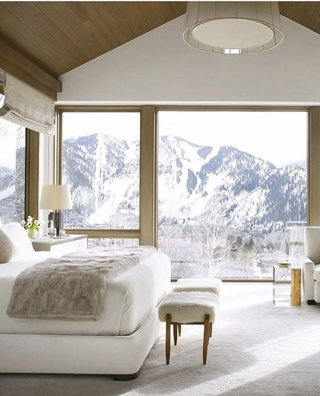 Lovely Winter Master Bedroom Decorations Ideas Best For You 22