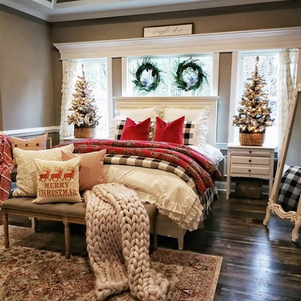 Lovely Winter Master Bedroom Decorations Ideas Best For You 28