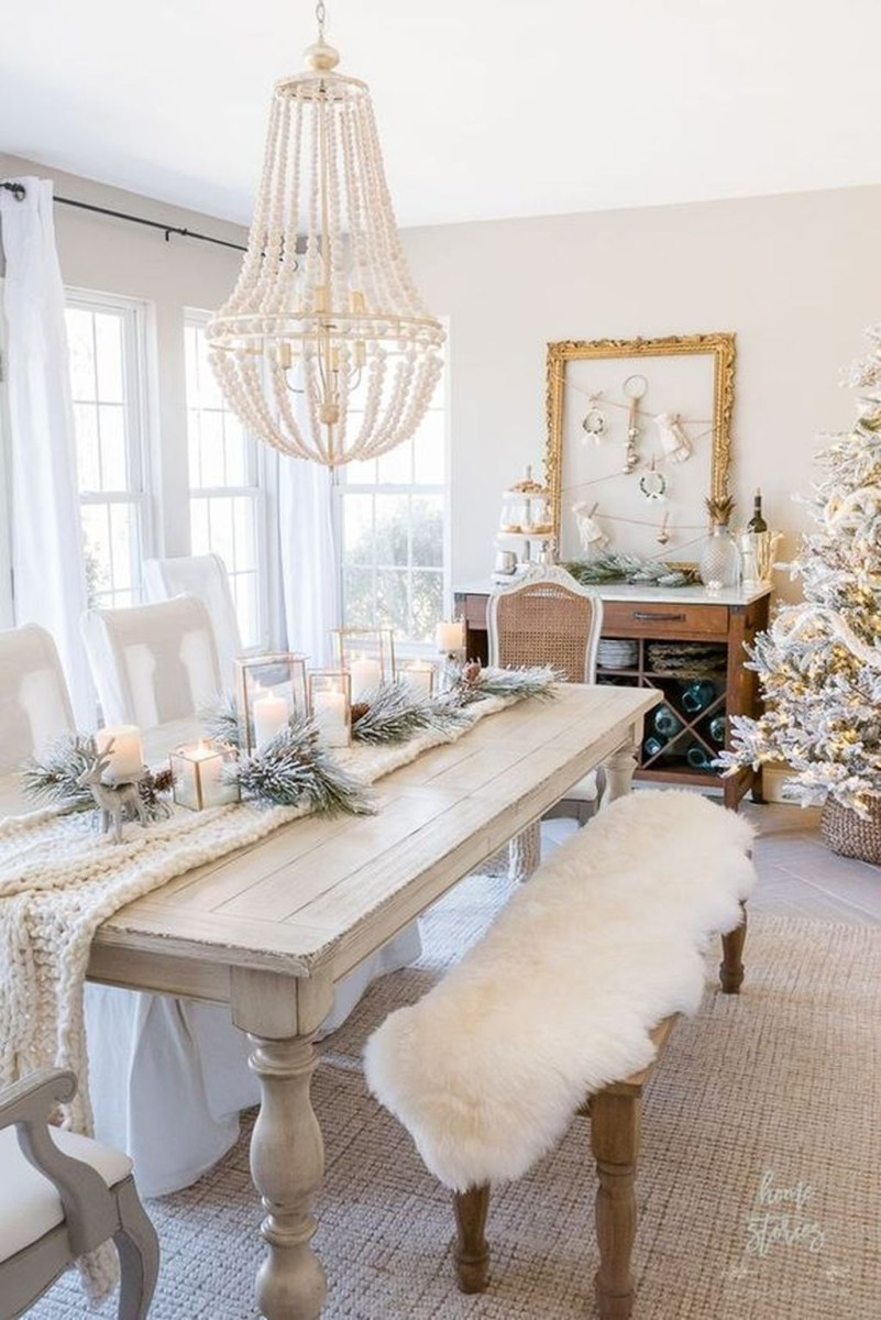 Popular Winter Dining Room Decorations On Your Table 10