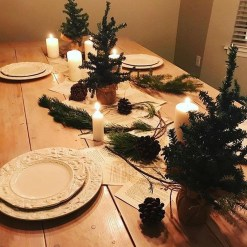 Popular Winter Dining Room Decorations On Your Table 11