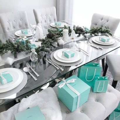 Popular Winter Dining Room Decorations On Your Table 30