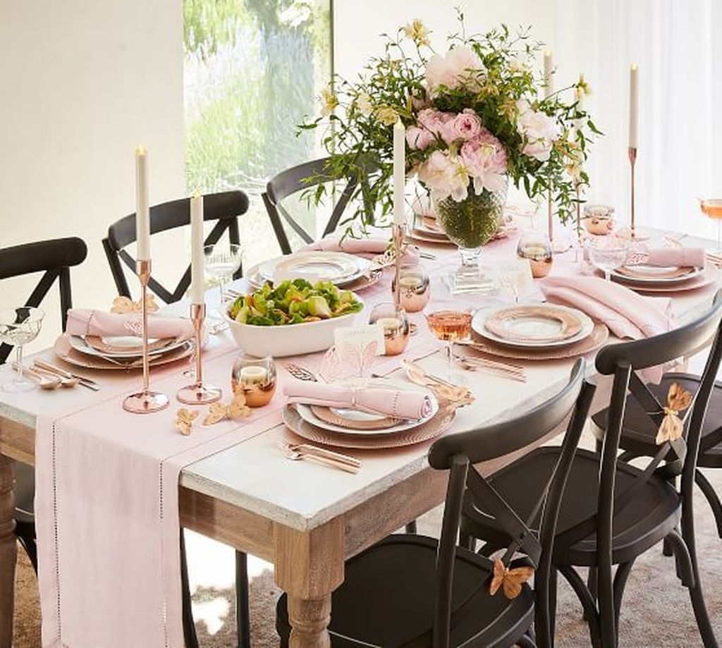 Popular Winter Dining Room Decorations On Your Table 38
