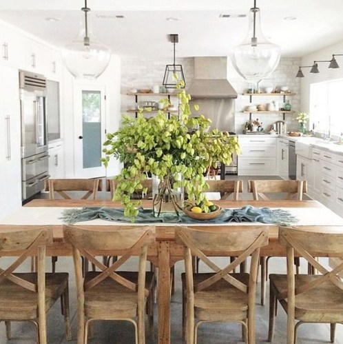 Popular Winter Dining Room Decorations On Your Table 39